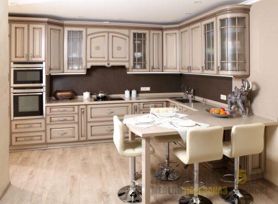 Угловая кухня прованс из массива с патиной