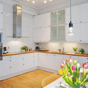 Акриловая угловая кухня белого цвета