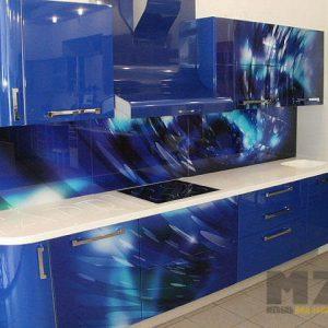 Современная радиусная кухня синего цвета с фотопечатью