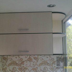 Современный навесной шкафчик на балкон