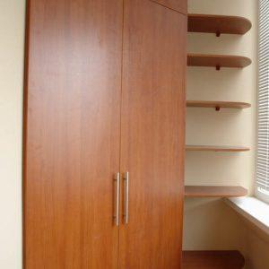 Распашной шкаф на балкон из МДФ под цвет дерева с полками открытого типа