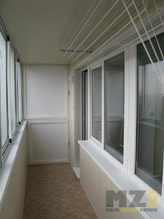 Встроенный шкаф на балкон из ДСП белого цвета