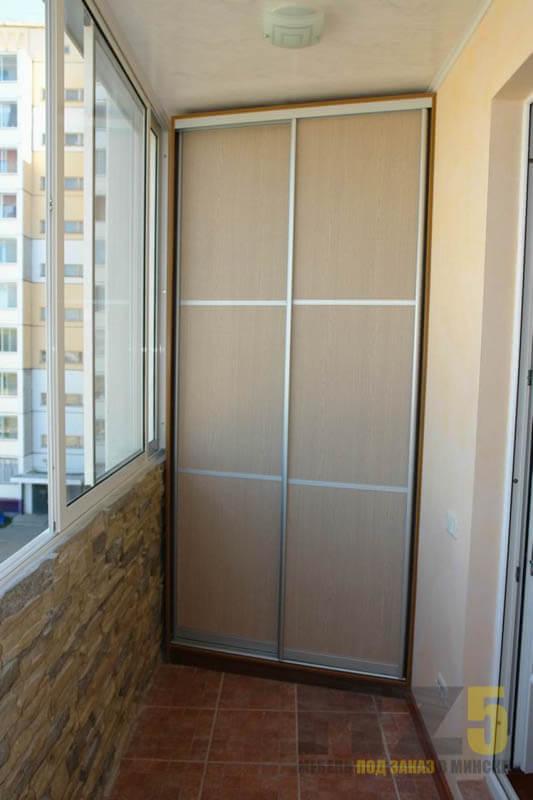 Угловой шкаф-купе на балкон