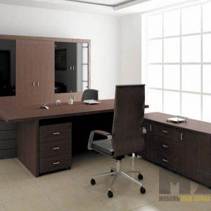 Офисная мебель из массива в темно-коричневом цвете