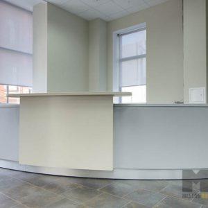 Светлая мебель в офис из крашенного МДФ