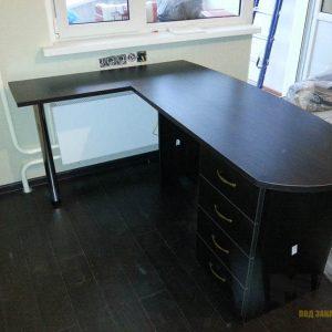 Черный угловой компьютерный стол из МДФ