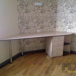 Угловой компьютерный стол в сером цвете