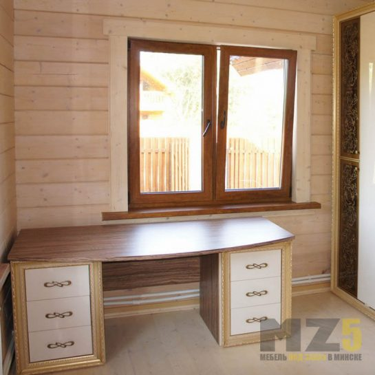 Классический письменный стол с деревянной столешницей и приставными тумбами