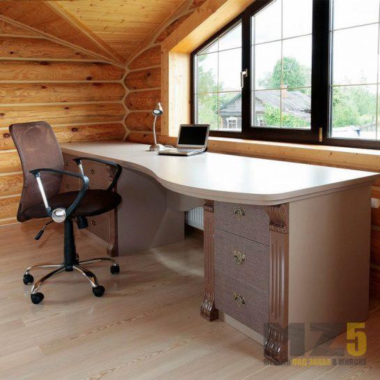 Роскошный письменный стол в классическом стиле с изящными приставными тумбами