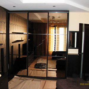 Элитный классический шкаф-купе с зеркальными дверями