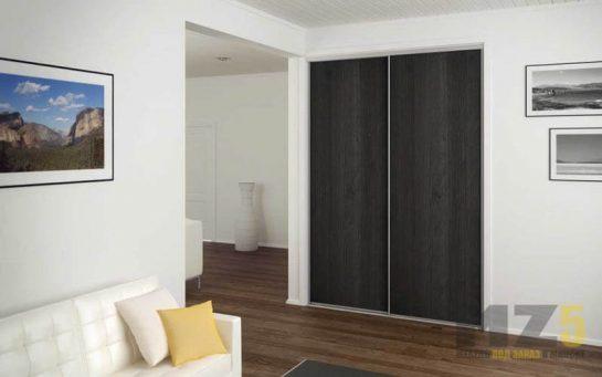 Встроенный матовый черный шкаф-купе в комнату