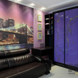 Стильный двустворчатый шкаф-купе из МДФ цвета венге и лакомата фиолетового цвета