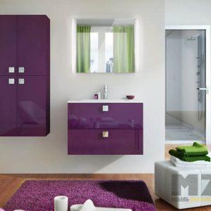 Ультрасовременные подвесные шкафчики с глянцевыми фасадами фиолетового цвета