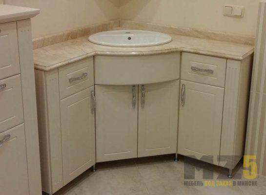 Угловая классическая тумба под раковину в ванную бежевого цвета