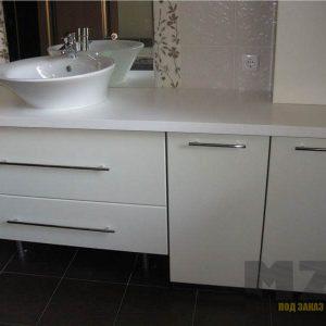 Ванная мебель в белом цвете