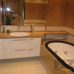 Подвесная белая тумба в ванную с бежевой столешницей
