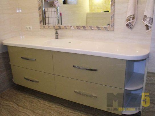 Классическая тумба в ванную с белой столешницей