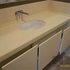 Подвесная темба в ванную кремового цвета без ручек