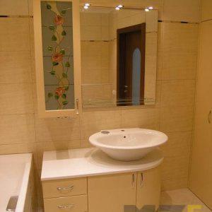 Современный набор ванной мебели в бежевом цвете с белой столешницей
