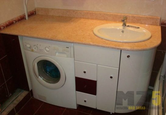 Классическая встроенная тумбочка в ванную комнату