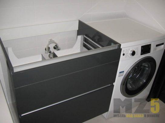 Черная матовая тумба под раковину без ручек в ванную комнату