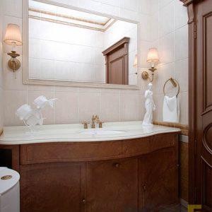 Классическая напольная тумба под раковину из массива в ванную комнату
