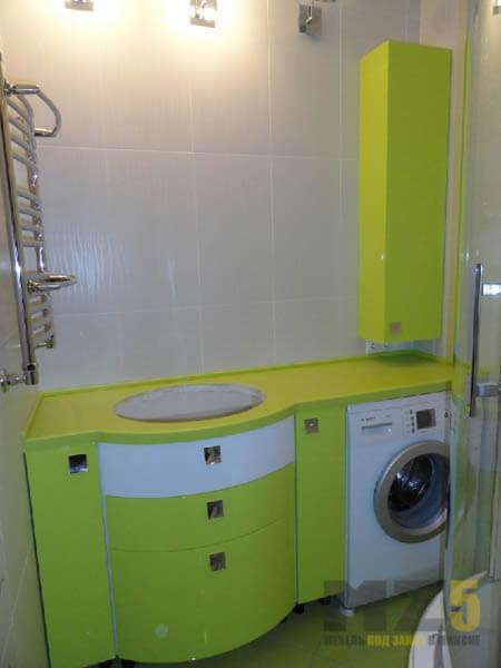 Ярко-салатовая мебель для ванной комнаты
