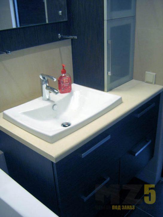 Подвесная тумба под раковину черного цвета в ванную комнату