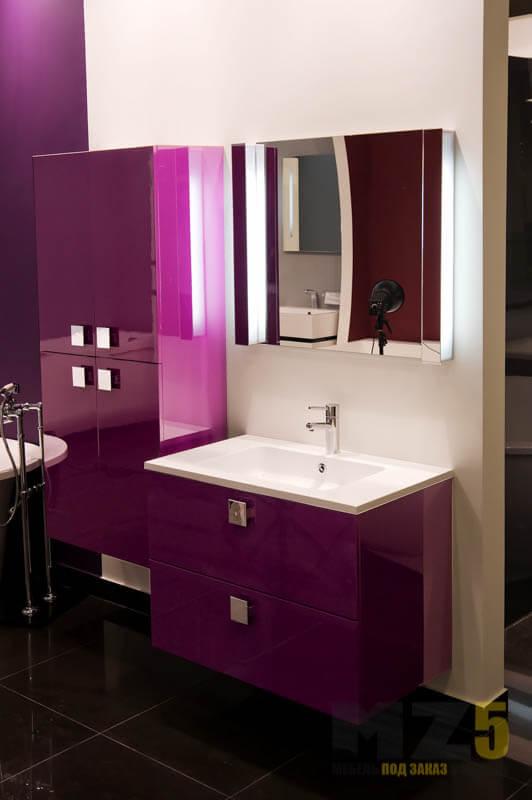 Ультрасовременный подвесной набор мебели в ванную с глянцевыми фиолетовыми фасадами