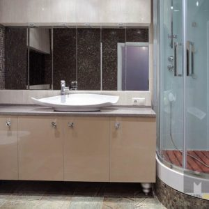 Классическая глянцевая тумба под раковину в ванную со столешницей из искусственного камня