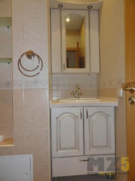 Классическая крашенная тумба под раковину в ванную комнату