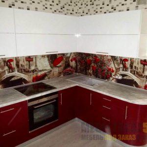 Современная красно-белая угловая кухня с глянцевыми фасадами