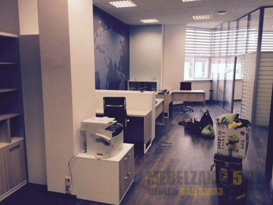 Комплект офисной мебели для персонала в современном стиле