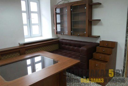 Комплект торговой мебели из ДСП и стекла с полками и тумбой