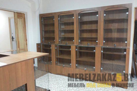 Комплект торговой мебели из ДСП и стекла с полками