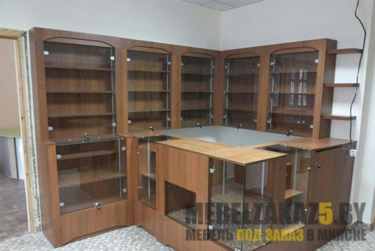 Комплект торговой мебели из ДСП и стекла