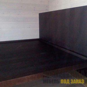 Кровать из дуба в темно-коричневом цвете