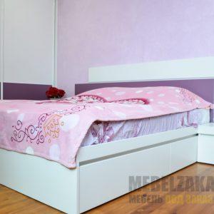 Двуспальная кровать и шкаф-купе в спальню