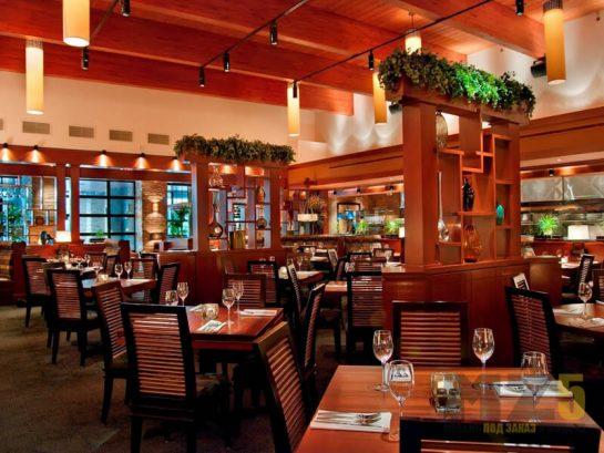 Комплект ресторанной мебели деревянного цвета