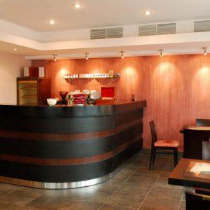 Мебель для ресторана в стиле модерн темно-коричневого цвета