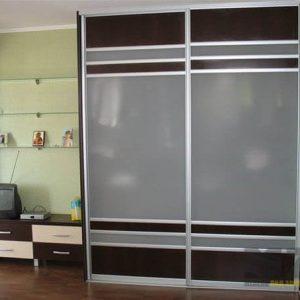 Шкаф-купе из лакобеля с двумя дверьми