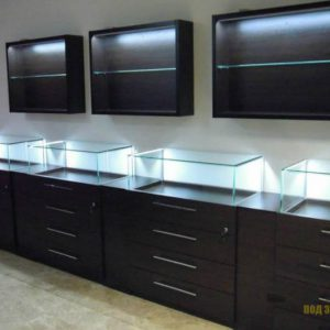 Комплект торговой мебели темно-коричневого цвета из МДФ со стеклом