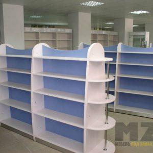 Торговая мебель из ДСП в бело-голубом цвете с открытыми полками