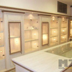 Торговая мебель с зеркалами и стеклянными полками