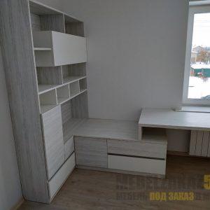 Письменный стол и шкаф в детскую для подростка