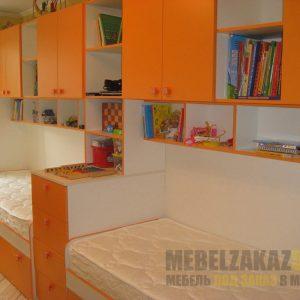 Детские кровати оранжевого цвета с навесными шкафчиками