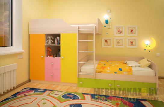 Яркая двухъярусная детская кровать со шкафчиками для хранения