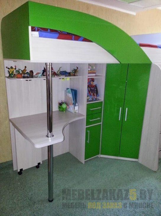 Детская кровать-чердак зеленого цвета с местом для хранения и рабочей зоной