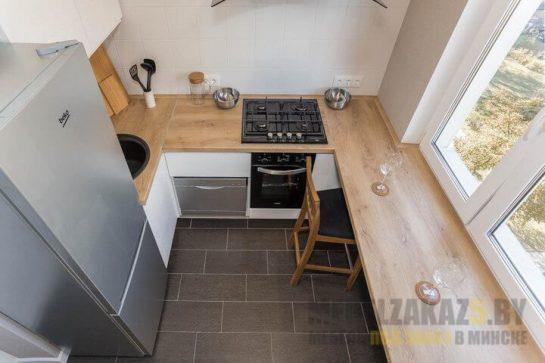 Маленькая п-образная кухня в современном стиле