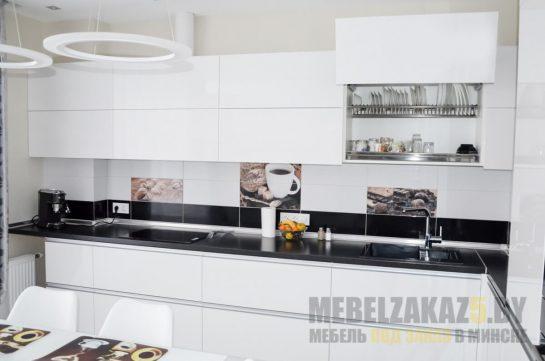 Большая угловая кухня в стиле минимализм белого цвета